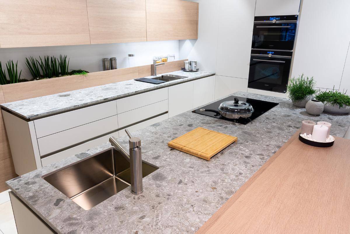 kuchynska-pracovna-doska-imitacia-riecneho-kamena.jpg