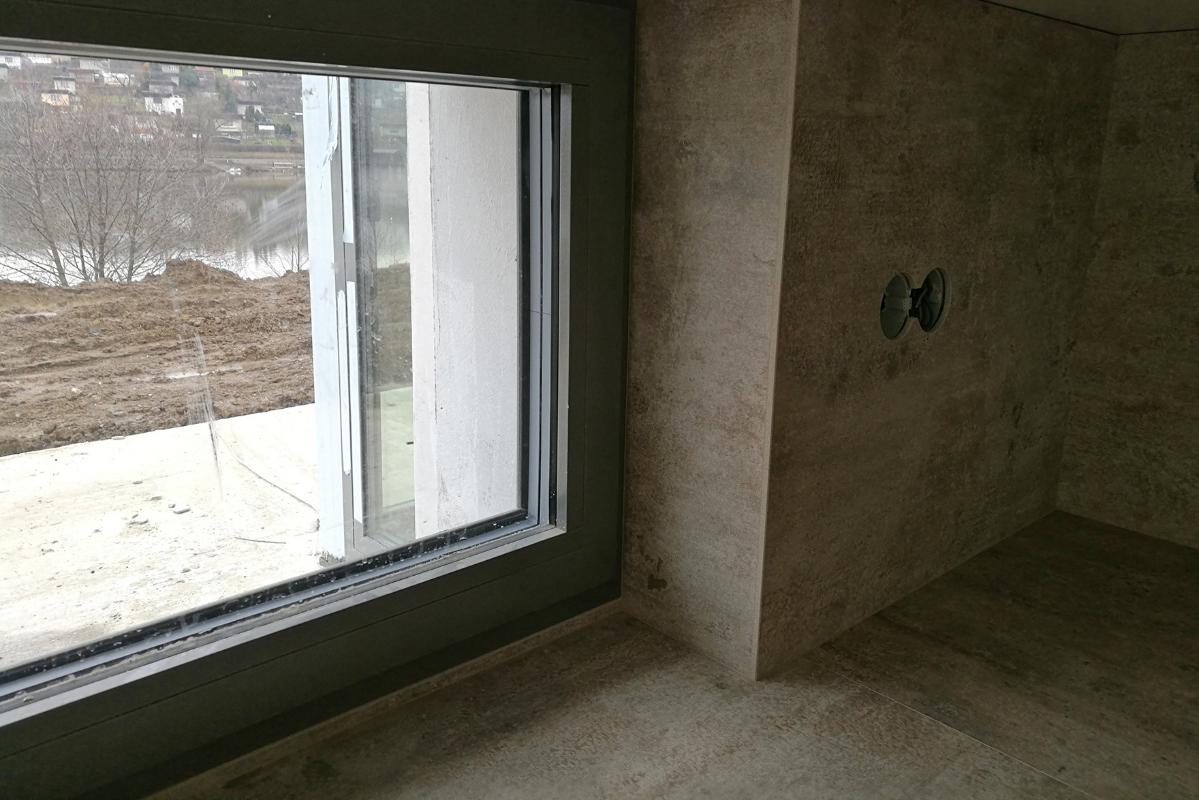 riesenie-kuchynskeho-okna-keramickym-obkladom.jpg