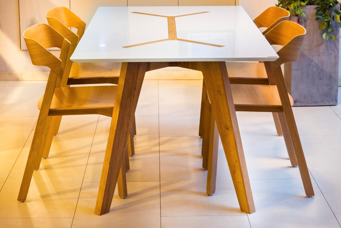 dubovy-stol-s-polystonom.jpg